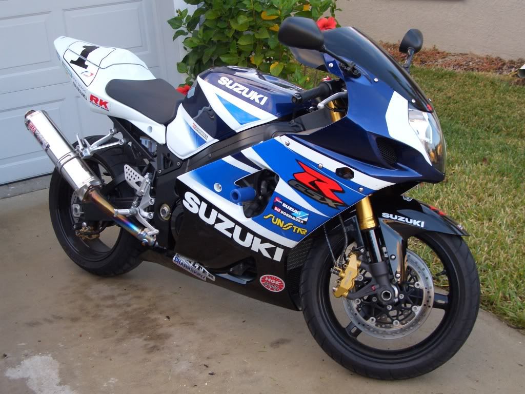 only wallpapers suzuki gsxr 1000 wallpapers. Black Bedroom Furniture Sets. Home Design Ideas