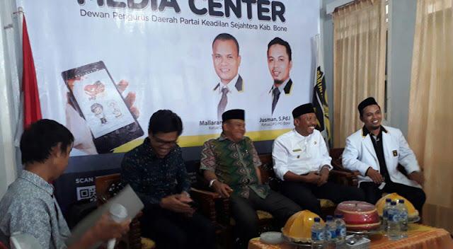 Fahsar Terima SK Dukungan PKS di Pilkada Bone