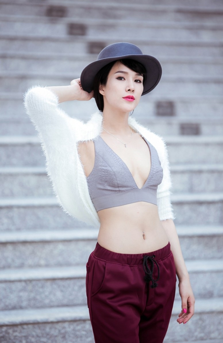 Diep Lam Anh is full of charm with bikini