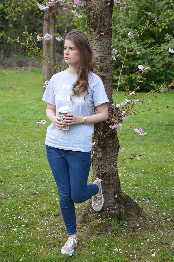 slogan tee fashion blogger