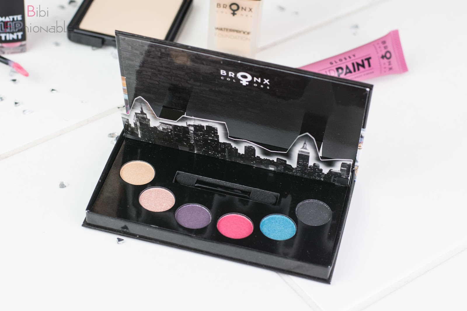 Try Out Bronx Color Urban Cosmetics Touch the skyline Eyeshadow Palette offen