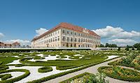 Schloss Hof aussen