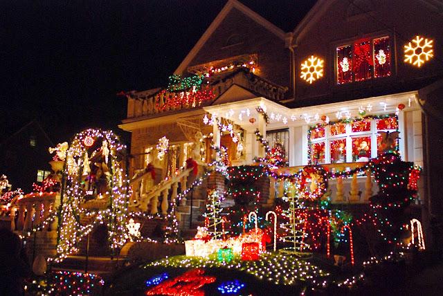 Nyc Nyc Brooklyn S Dyker Heights Home Christmas Light