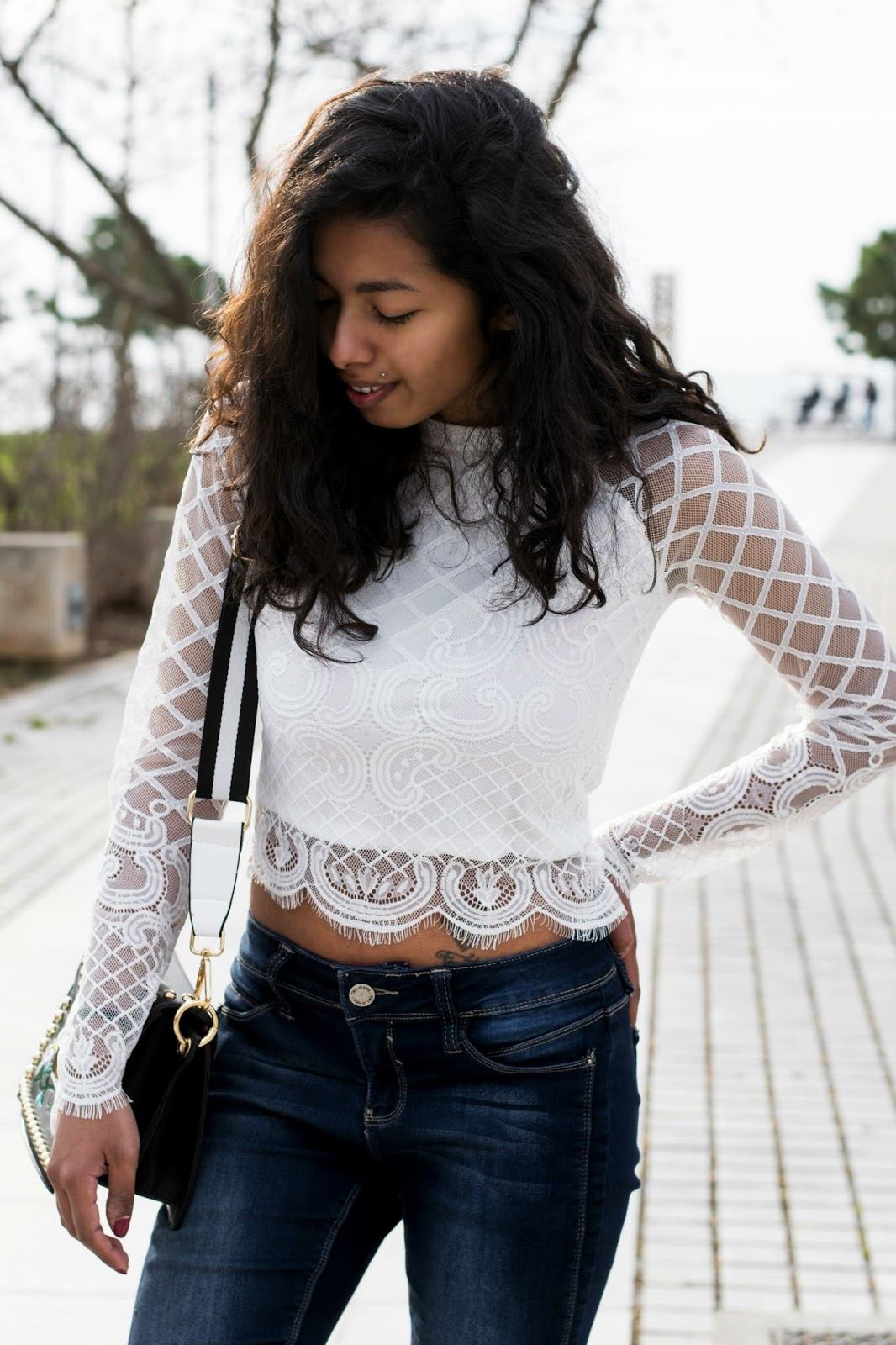 white lace top casual outfit ideas for spring