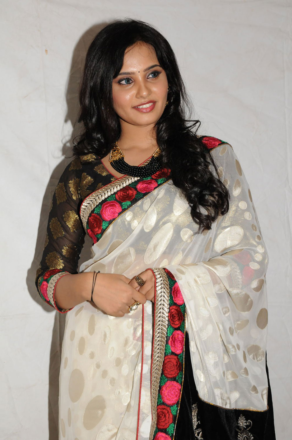 enticing blooming Aarushi photos in saree at premantene chitram audio