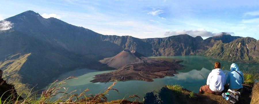 Kawah Plawangan Senaru ketinggian 2641 m dpl Taman Nasional Gunung Rinjani
