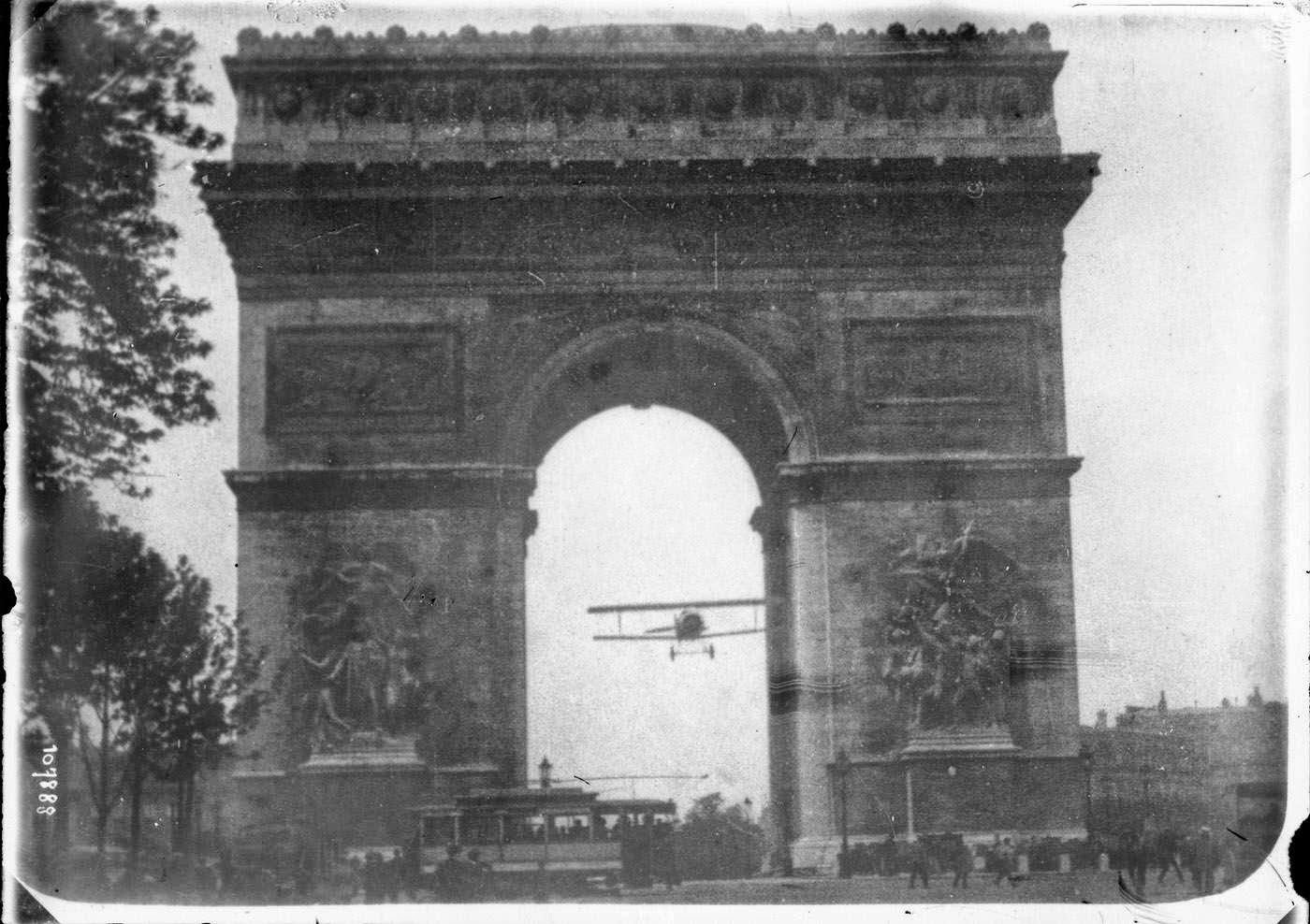 Ultimate Collection Of Rare Historical Photos. A Big Piece Of History (200 Pictures) - Arc de Triomphe and Bebe