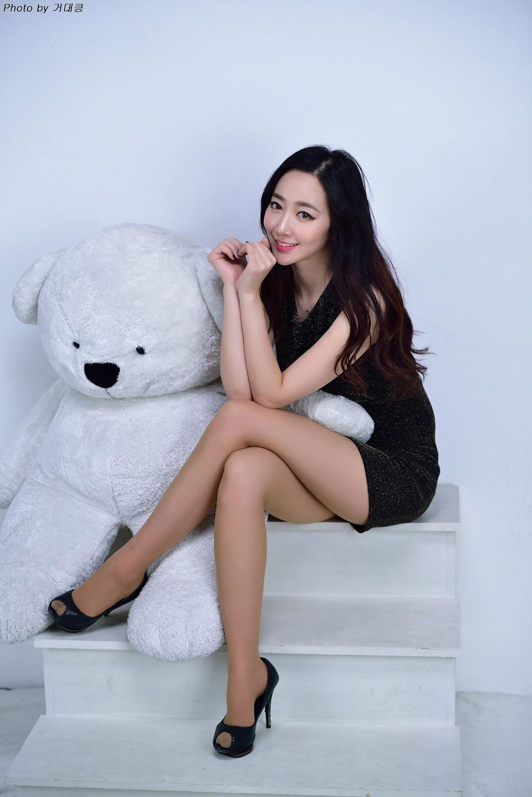 Cute Chinese Maid Cosplay: Shin Hae Ri