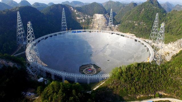 30 futbol sahası büyüklüğündeki dünyanın en büyük teleskopu FAST