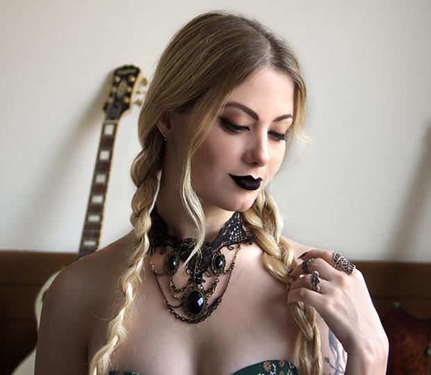 jackysimionato tblogs tracta denielecorpse beautyandbrains batom batons matte batomliquido mulher trancinha gotica guitarra brunomusashi colar maxcolar resenha loiras bh belo horizonte