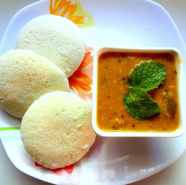 soft idlis made using idli rice rava and grinding udad dal