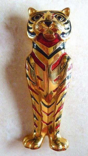 http://www.kcavintagegems.uk/vintage-large-cat-brooch-by-sphinx-100-p.asp