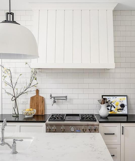 Decorar cocina con obras de arte cuadro de Joan Tharrats
