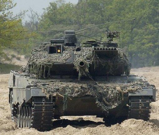 leopard 2a6 versus m1a2 abrams mbt forcesmilitary. Black Bedroom Furniture Sets. Home Design Ideas