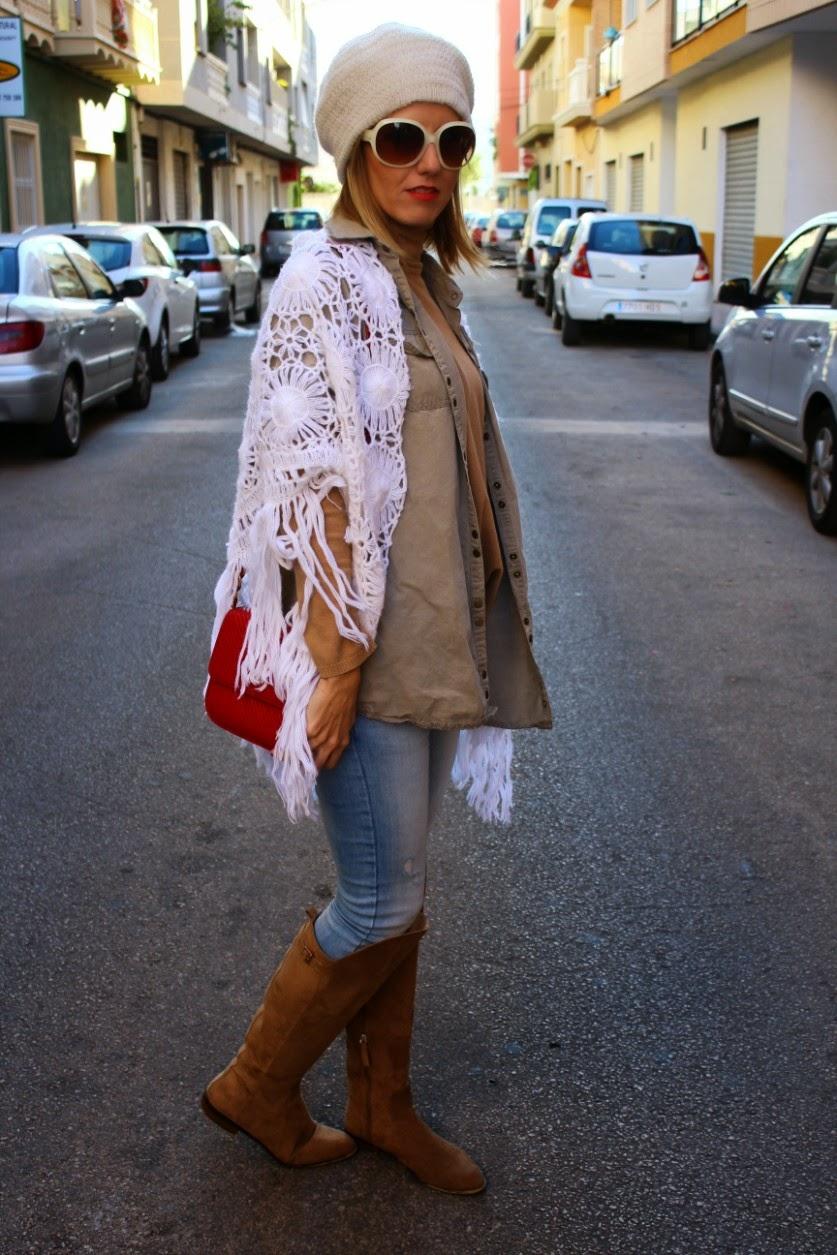 70b86dd770 De compras con Mónica  Look de otoño de aire militar con un toque de ...