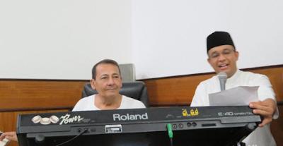 Kunjungi Habib Lutfi, Anies Baswedan Diajak Nyanyi Padang Bulan