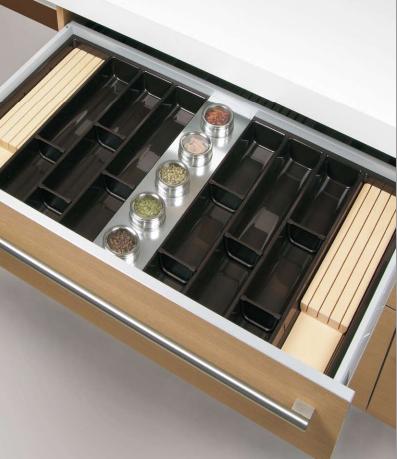 Complementos de madera para organizar los cajones de la for Complementos para cocinas