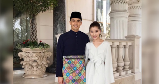 [ FOTO ] 35 Saat Paling Romantis Chryesis Tan Dan Tunangnya Faliq Nasimuddin