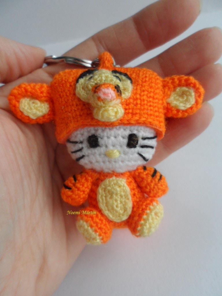 http://agujalanaytijeras.blogspot.com.es/2014/02/n1250-hello-kitty-tiger.html