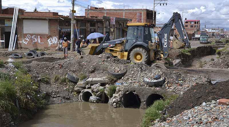Puente une carretera a Viacha con la avenida Estructurante ubicado en el Distrito 2