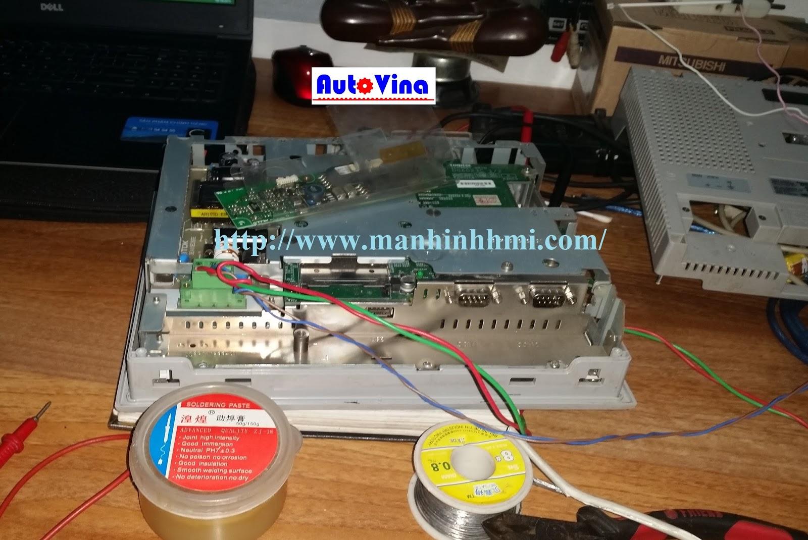 Màn hình cảm ứng HMI Schneider XBTOT5220 đang kiểm tra sửa chữa tại phòng kỹ thuật Auto Vina