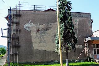 Перечин. Настінний розпис на фасаді колишнього будинку культури