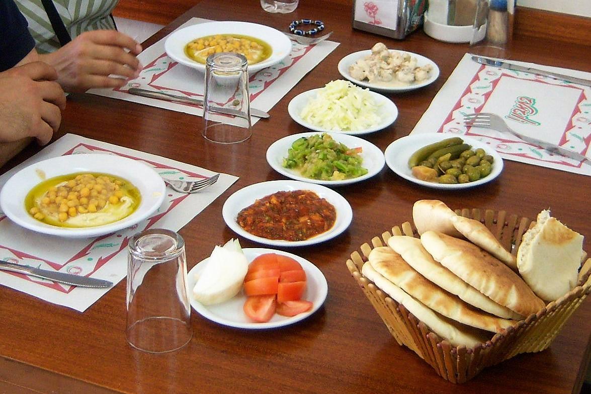 Tra Halal e Kosher. Il food-scape dall\'ipermercato al negozio etnico