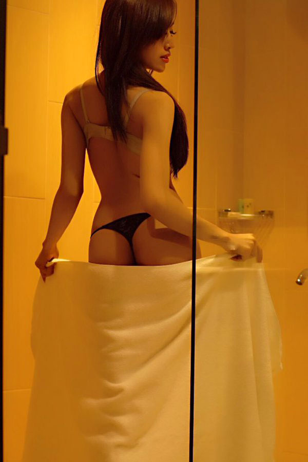 foto foto hot indah monica beredar tanpa sensor   artis seksi