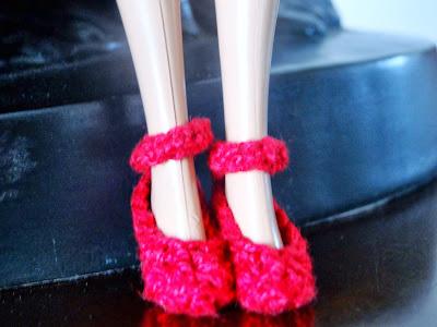 Sapatos vermelhos de Crochê Para Barbie  Por Pecunia MillioM