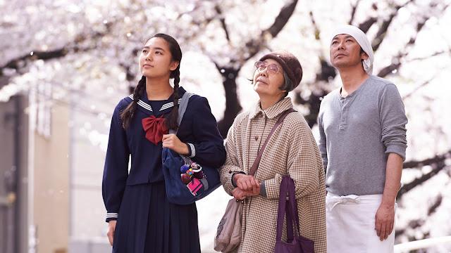 Una adolescente, un hombre maduro, y una anciana