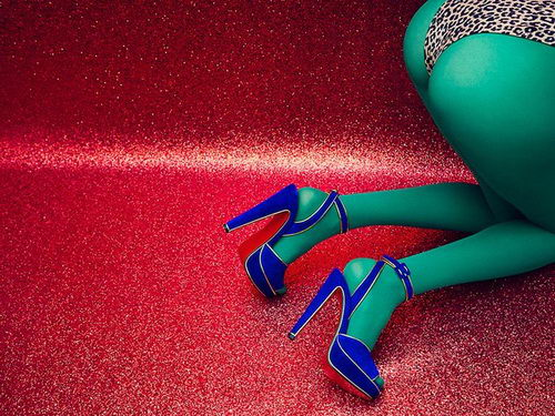 Tinuku Gadis Glamor dan Seksi Guy Bourdin Inspirasi Sepatu Christian Louboutin