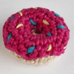 http://www.withlovefeli.com/2017/08/free-pattern-little-donut/