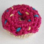 http://www.withlovefeli.com/2017/08/free-pattern-little-donut/