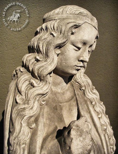 AUTUN (71) - Musée Rolin : Statue de Sainte-Marguerite (1462)
