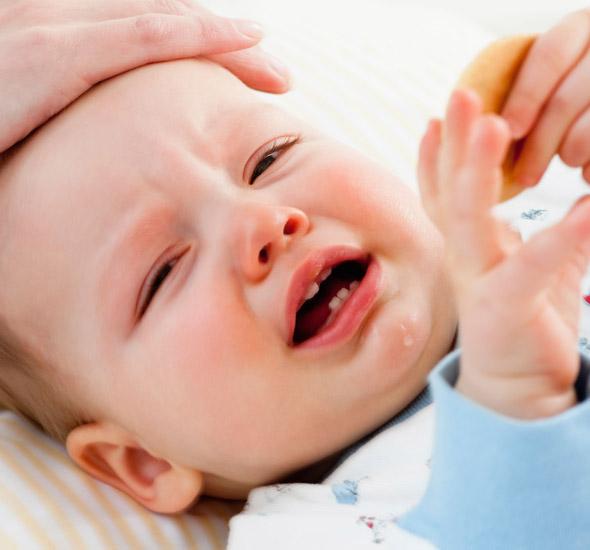 Trẻ bị sốt cao cần phải làm gì, cho uống thuốc gì, hạ sốt như thế nào