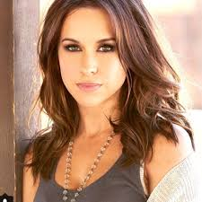 What is the height of Lacey Chabert?