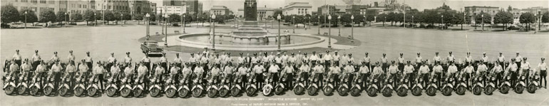 Photographie panoramique des motards de la police d'Indianapolis