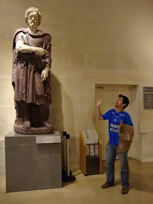 Nãoooo, não fui eu :'( - Louvre - Paris - França