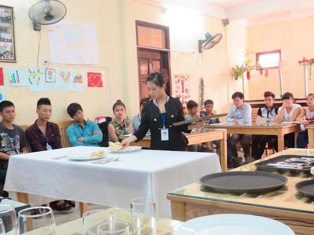 Học viên thực hành nghiệp vụ bàn