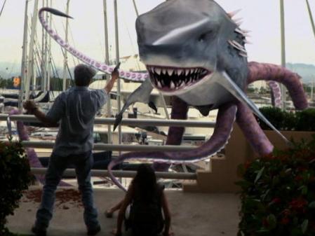 ¿Creíais que con Sharktopus se había superado todo? Aquí ...