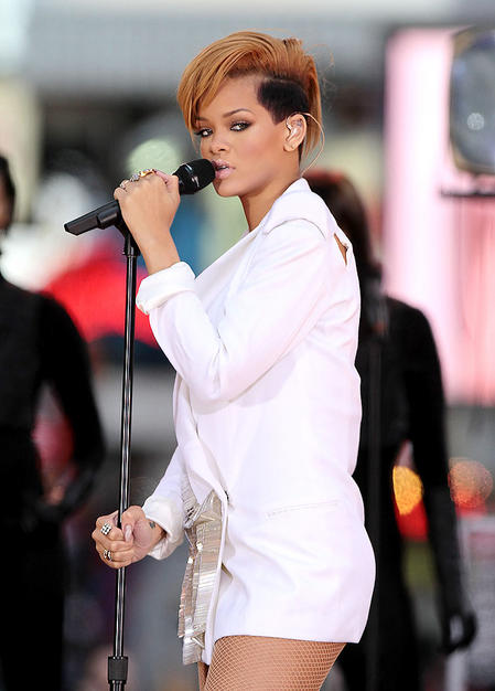 Stupendous Rihanna New Hair Curly Short Short Hair Fashions Short Hairstyles For Black Women Fulllsitofus