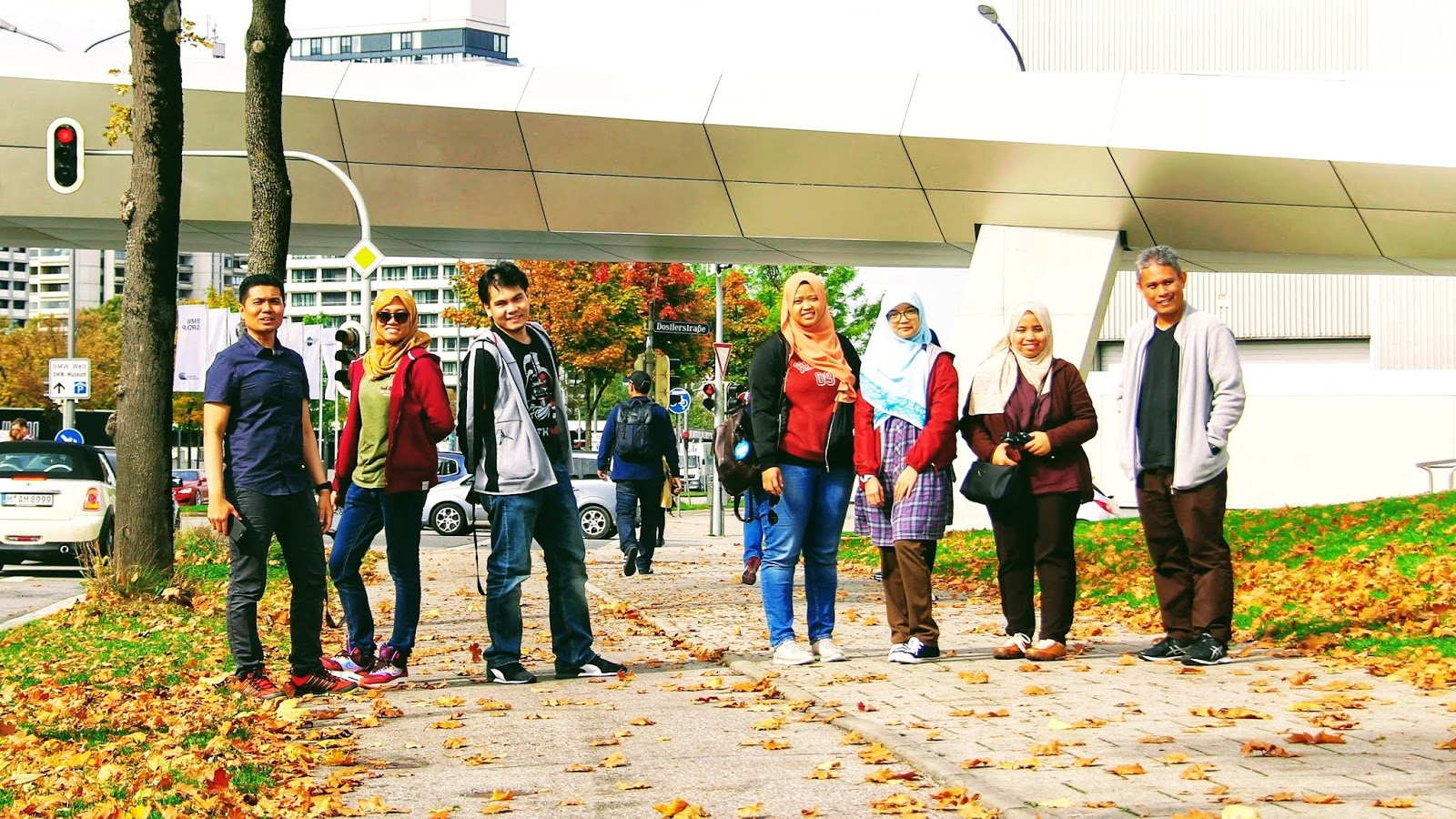 Berjumpa Sang Maple Yang Oren Di BMW Museum & Welt, Munich