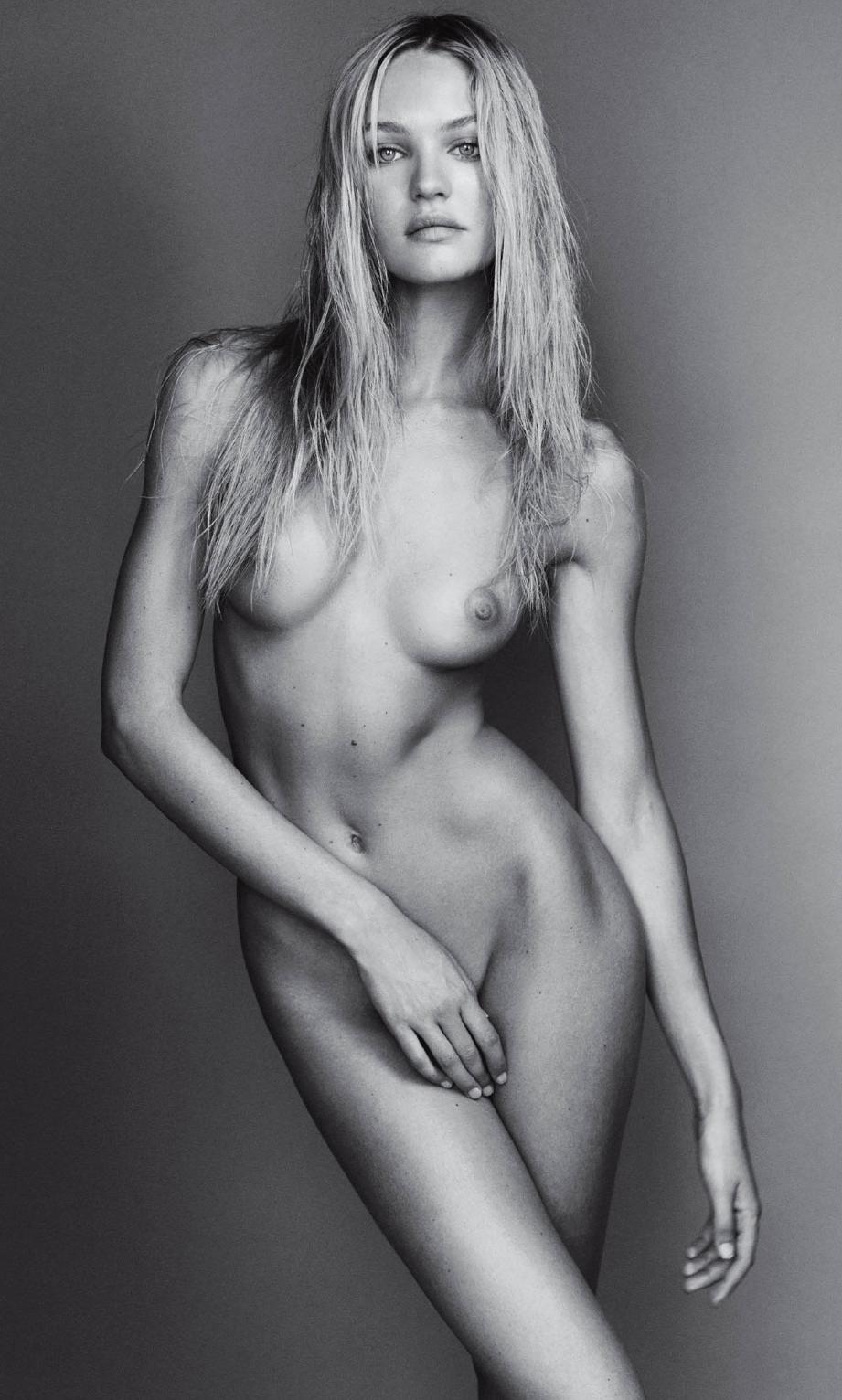 wet-fully-naked-supermodel-selena-gomez