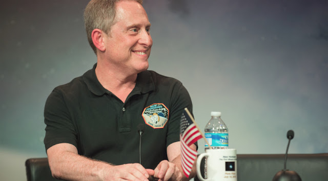 Alan Stern - cientista planetário do Southwest Research Institute e lider da missão New Horizons, responsável por visitar Plutão em 2015