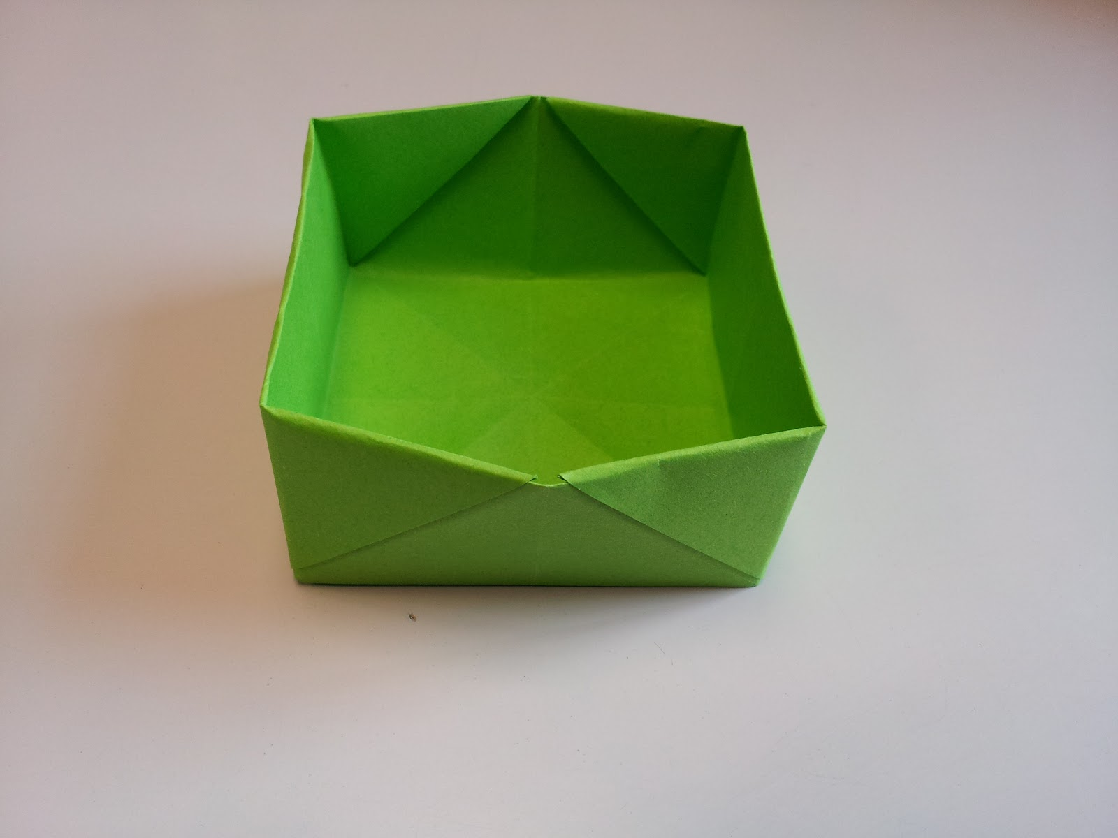 Paper Moon: How to Make an Origami Box - photo#6