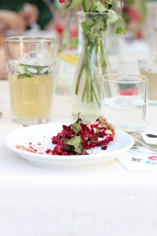 Rezept für Rote Bete-Quiche mit Rote Bete-Blättern und Feta, Foodblog Holunderweg18