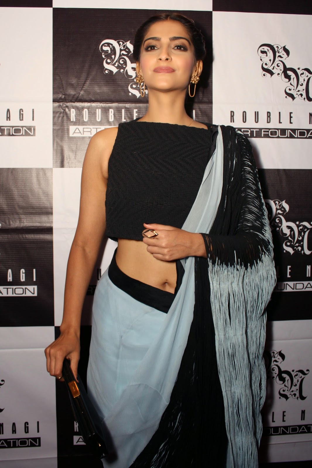 High Quality Bollywood Celebrity Pictures Sonam Kapoor -3056