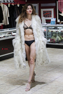 Blanca-Blanco-at-a-local-pawn-shop--08+%7E+SexyCelebs.in+Exclusive.jpg