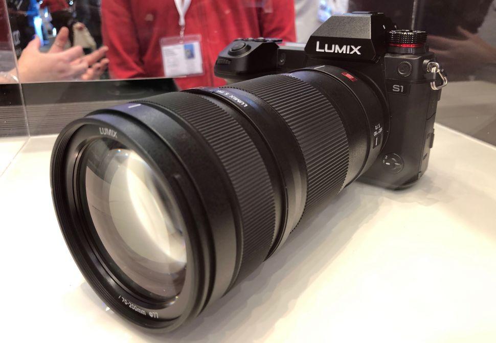 Panasonic Lumix S1 с объективом 70-200mm