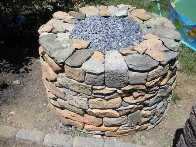 Primer paso para construir un horno rústico: Preparar la base del horno con piedras